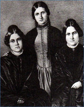 Maggie (1836-1893) et Kate Fox (1838-1892) ont joué un rôle important dans la naissance du spiritualisme moderne anglo-saxon et du Spiritisme en France.